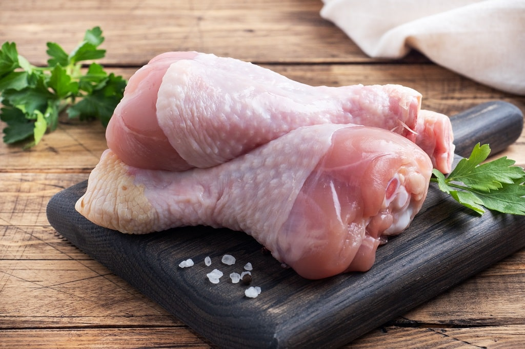 how many chicken thighs in a pound