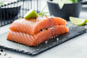 how much protein in 6 oz salmon